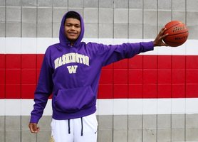 Marysville-Pilchuck's RaeQuan Battle signs with Washington, becomes first from Tulalip Tribes with DI hoops scholarship